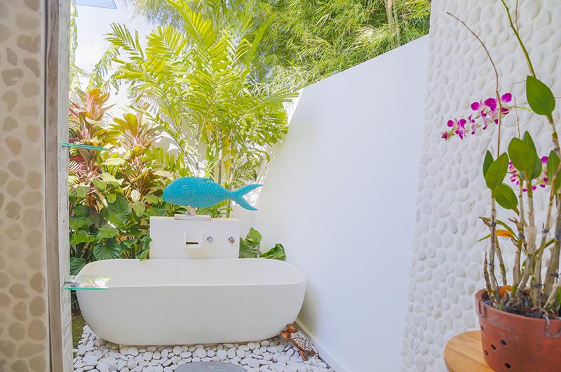 Open Plan Bathtub - Villa Paraiba - Seminyak, Bali