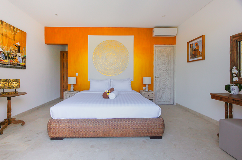 Bedroom with Table Lamps - Villa Paraiba - Seminyak, Bali