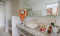 Bathroom with Mirror - Villa Paraiba - Seminyak, Bali