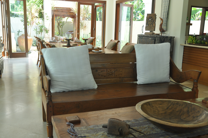 Living and Dining Area - Villa Perle - Candidasa, Bali