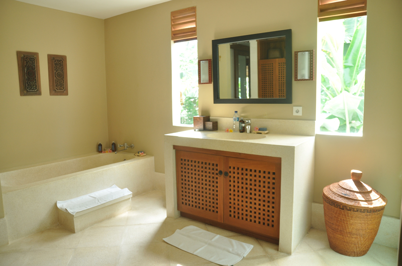 Bathroom with Bathtub - Villa Perle - Candidasa, Bali