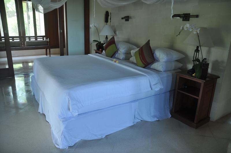 Bedroom with Table Lamps - Villa Perle - Candidasa, Bali