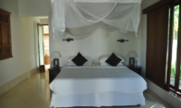 Bedroom with Mosquito Net - Villa Perle - Candidasa, Bali