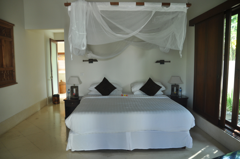 Bedroom with Mosquito Net - Villa Perle - Candidasa, Bali
