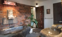 Bathroom with Bathtub - Villa Phinisi - Seminyak, Bali