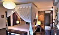Four Poster Bed - Villa Phinisi - Seminyak, Bali