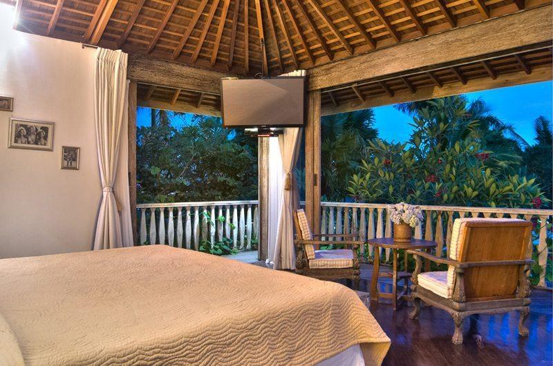 Bedroom with TV - Villa Phinisi - Seminyak, Bali