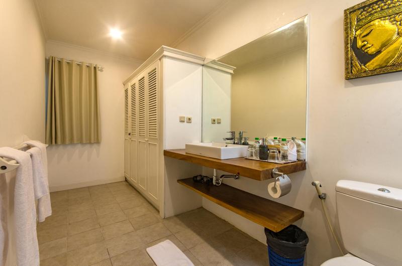 Bathroom with Wardrobe - Villa Rasi - Seminyak, Bali