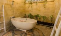 Bathtub - Villa Rasi - Seminyak, Bali