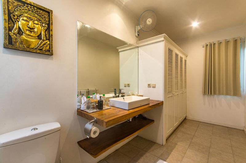 Bathroom with Mirror - Villa Rasi - Seminyak, Bali