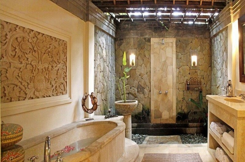 Bathroom with Bathtub - Villa Ria Sayan - Ubud, Bali