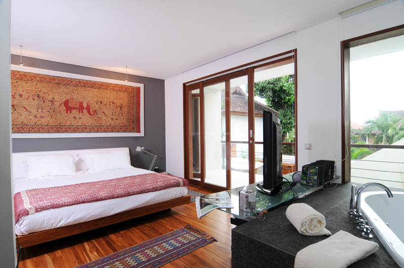 Bedroom with Wooden Floor - Villa Rio - Seminyak, Bali