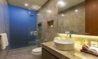 Bathroom with Shower - Villa Roemah Natamar - Canggu, Bali