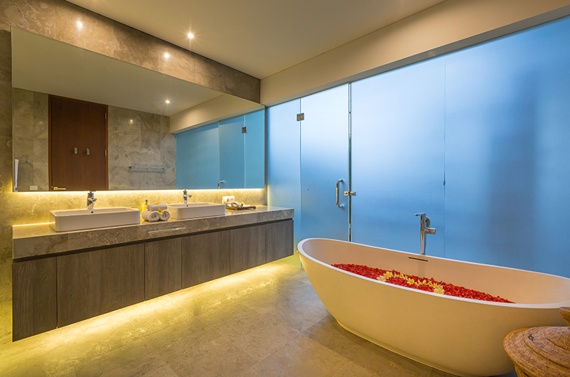 Romantic Bathtub Set Up - Villa Roemah Natamar - Canggu, Bali
