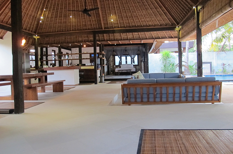 Living and Dining Area - Villa Samudera - Nusa Lembongan, Bali