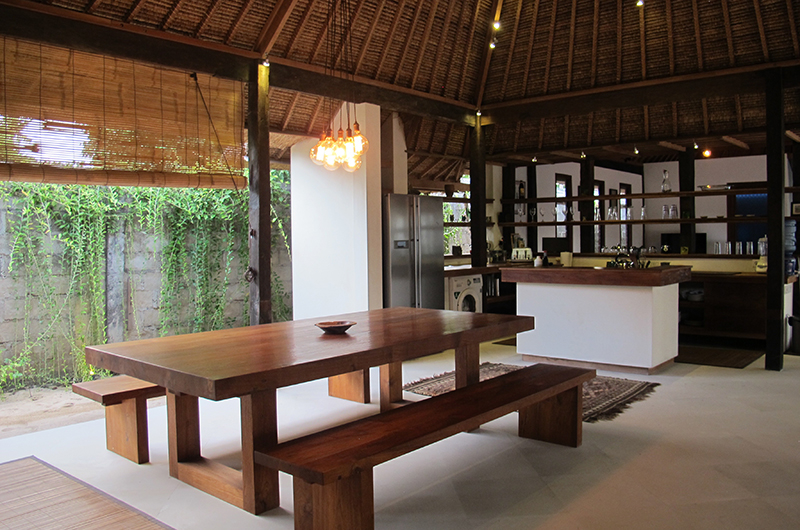 Kitchen and Dining Area - Villa Samudera - Nusa Lembongan, Bali