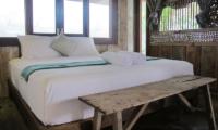 Bedroom with Window - Villa Samudera - Nusa Lembongan, Bali