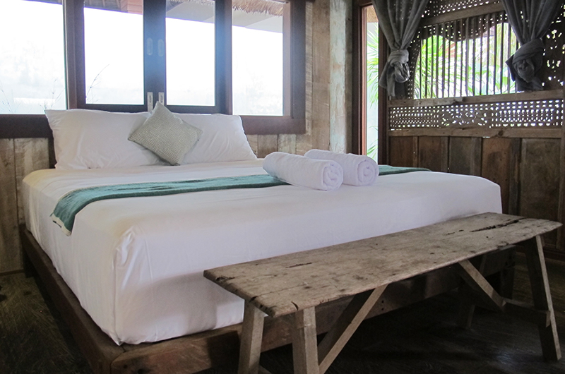Bedroom with Window - Villa Samudera - Nusa Lembongan, Bali