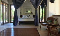 Bedroom with Seating Area - Villa Samudera - Nusa Lembongan, Bali