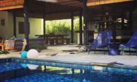Pool Side Seating Area - Villa Samudera - Nusa Lembongan, Bali