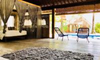 Bedroom with Wooden Floor - Villa Samudera - Nusa Lembongan, Bali