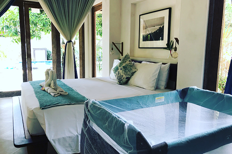 Bedroom with Baby Cot - Villa Samudera - Nusa Lembongan, Bali
