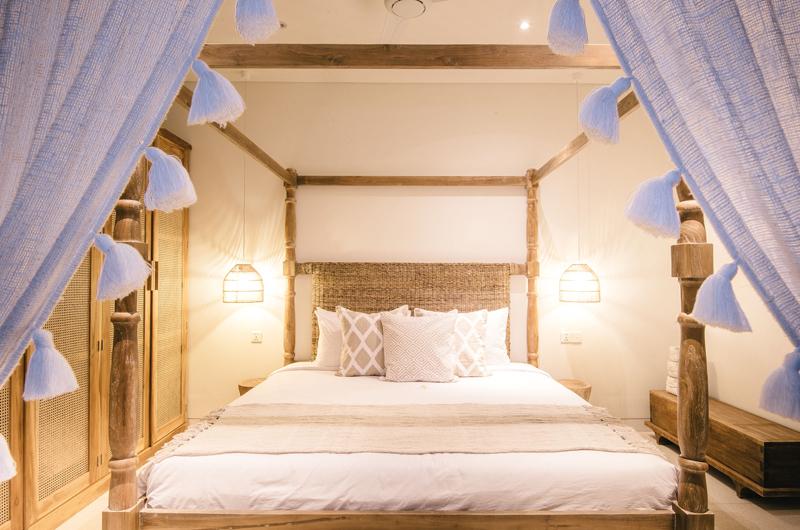 Bedroom with Lamps - Villa Santai Nusa Lembongan - Nusa Lembongan, Bali