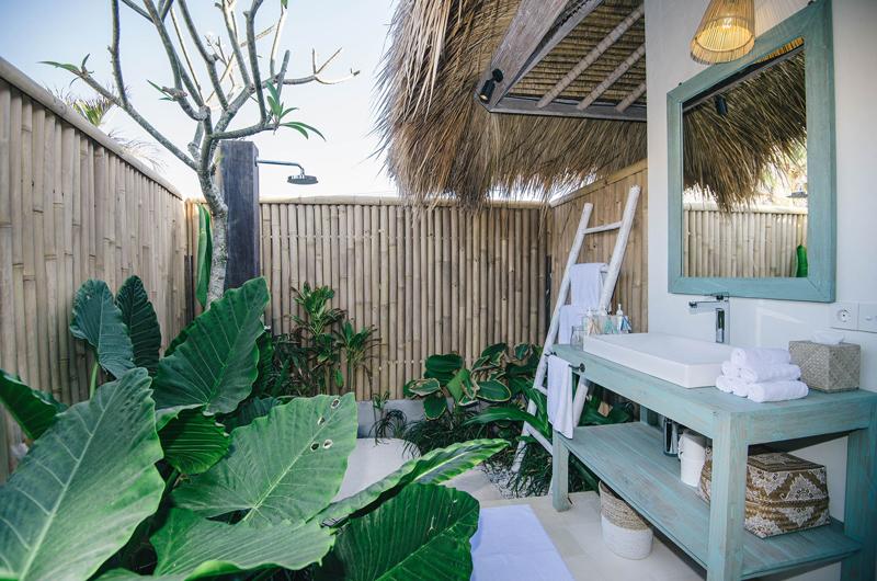 Semi Open Bathroom - Villa Santai Nusa Lembongan - Nusa Lembongan, Bali