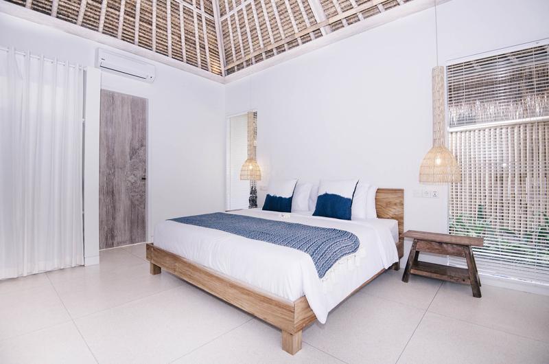 Bedroom with Lamps - Villa Sari - Nusa Lembongan, Bali