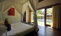 Bedroom with Pool View - Villa Sasoon - Candidasa, Bali