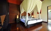Twin Bedroom with Wooden Floor - Villa Sasoon - Candidasa, Bali