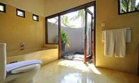 Bathroom with Bathtub - Villa Sasoon - Candidasa, Bali