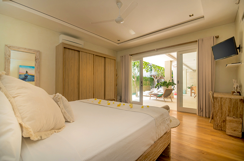 Bedroom with TV - Villa Savasana - Canggu, Bali