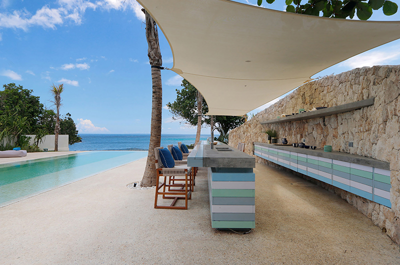 Pool Side Kitchen and Dining Area - Villa Seascape - Nusa Lembongan, Bali