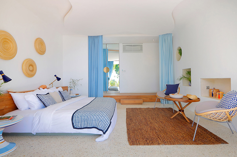 Bedroom with Seating Area - Villa Seascape - Nusa Lembongan, Bali