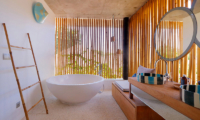 En-Suite Bathroom with Bathtub - Villa Seascape - Nusa Lembongan, Bali