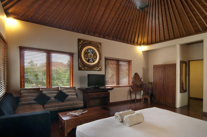 Bedroom with Sofa - Villa Selasa - Seminyak, Bali