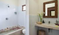 Bathroom with Bathtub - Villa Selasa - Seminyak, Bali