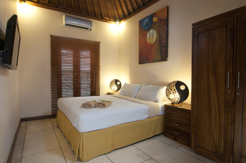 Bedroom with Table Lamps - Villa Selasa - Seminyak, Bali