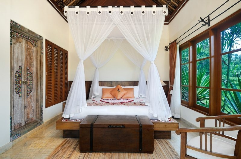 Bedroom with Mosquito Net - Villa Semana - Ubud, Bali