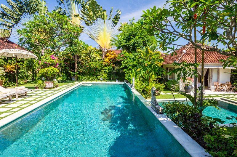Gardens and Pool - Villa Senang - Batubelig, Bali