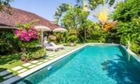 Pool Side Loungers - Villa Senang - Batubelig, Bali