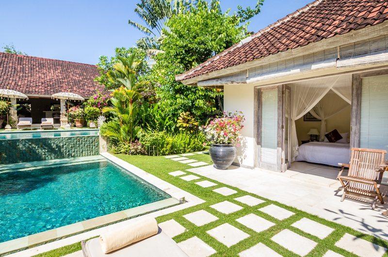 Pool Side - Villa Senang - Batubelig, Bali