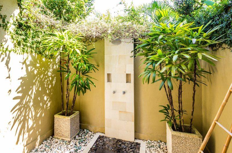 Outdoor Shower - Villa Senang - Batubelig, Bali