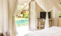 Bedroom with TV and Pool View - Villa Senang - Batubelig, Bali