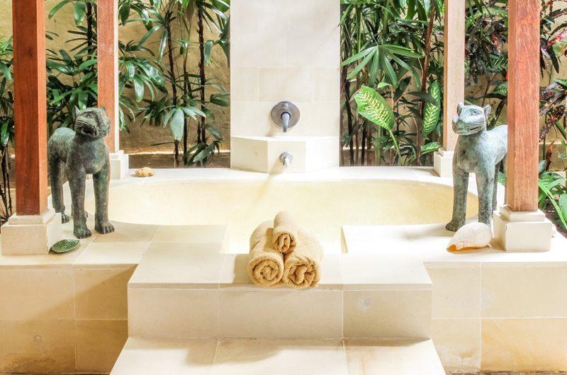 Bathtub - Villa Senang - Batubelig, Bali