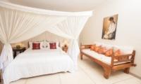 Bedroom with Seating Area - Villa Senang - Batubelig, Bali