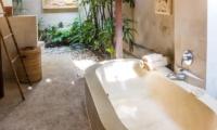 Bathroom with Bathtub - Villa Senang - Batubelig, Bali