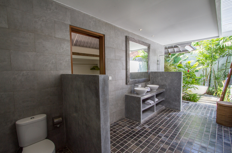 Semi Open Bathroom - Villa Senara - Canggu, Bali