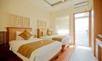 Twin Bedroom with Wooden Floor - Villa Seriska Dua Sanur- Sanur, Bali